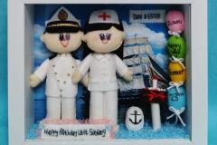 boneka pelaut dengan perawat