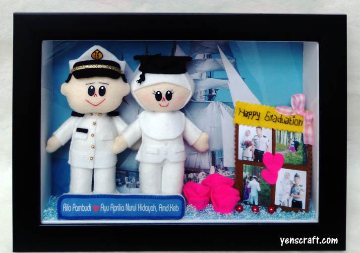 souvenir wisuda akbid boneka couple