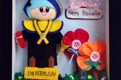 boneka wisuda sarjana pendidikan