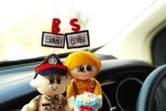 boneka gantung pasangan polisi dan guru