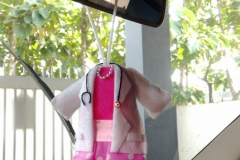 gantungan kaca mobil baju dokter