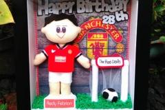 kado ulang tahun untuk cowok sesuai dengan hobinya jersey manchester united