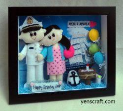 boneka pelaut dengan pasangannya