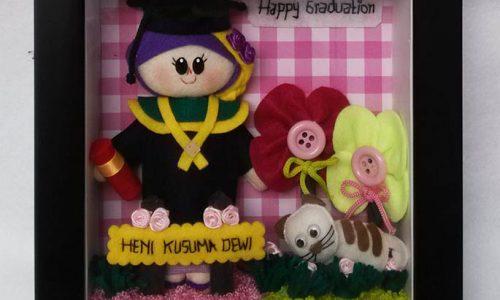 souvenir-boneka-wisuda-heni